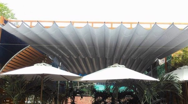 lắp mái xếp nhà hàng