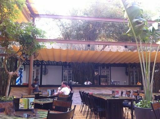 mái xếp di động tại quán cà phê