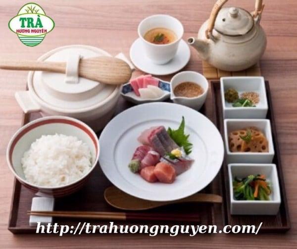 không nên uống trà Thái Nguyên sau ăn