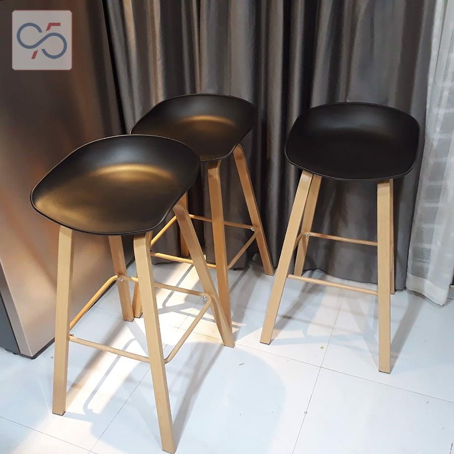 Ghế-quầy-bar-cafe-HAY-STOOL-mặt-nhựa-chân-sắt-sơn-giả-gỗ