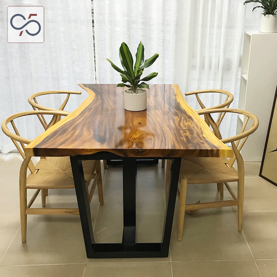 Bộ-bàn-ăn-gỗ-me-tây-ghế-wishbone-đan-dây