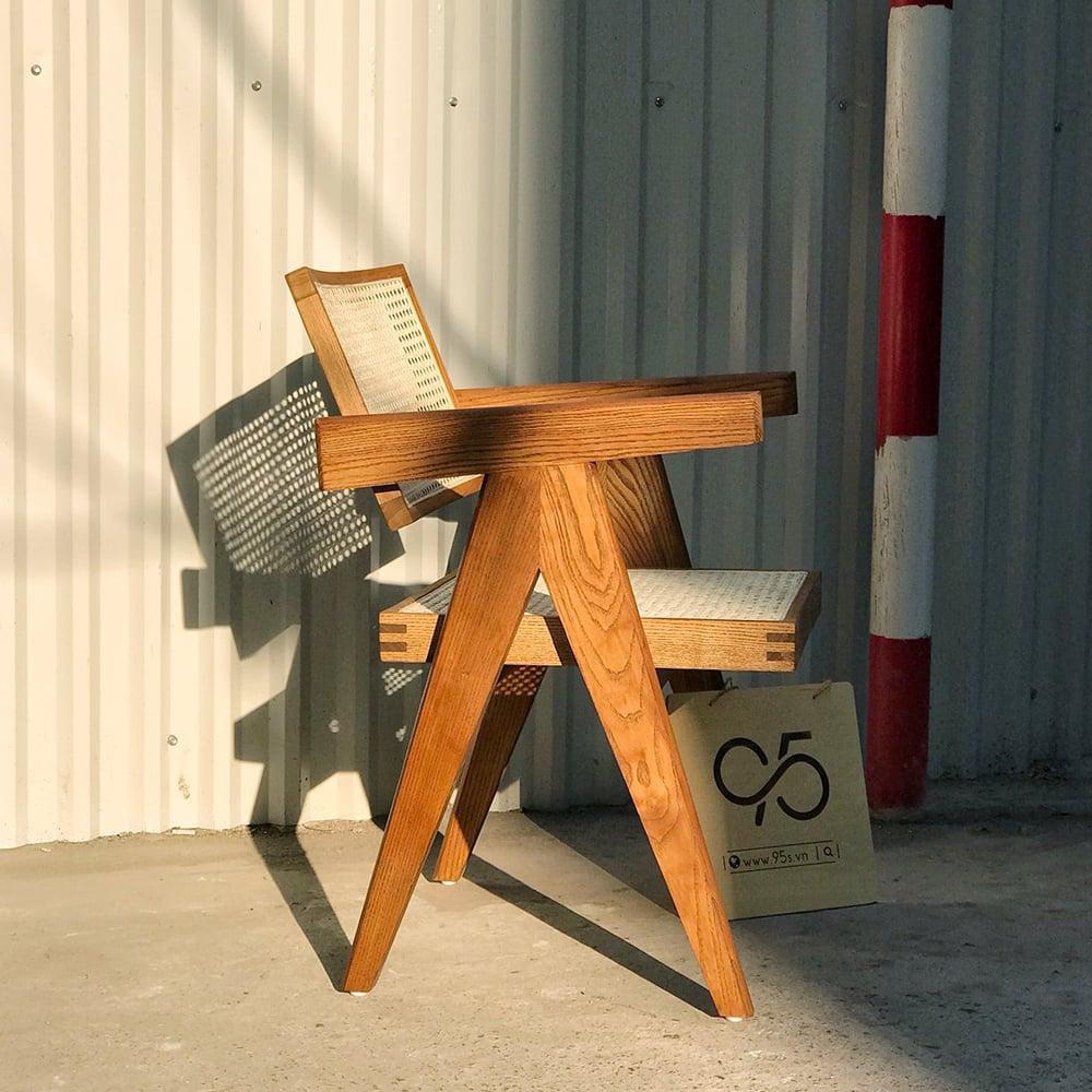 Ghế-gỗ-tựa-lưng-mây-có-tay-decor-vintage-Jeanneret-Hà-Nội