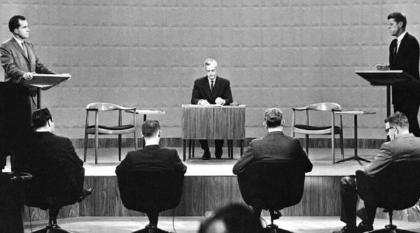 Round Chair được dùng trong buổi tranh luận giữa các ứng cử viên Tổng thống Mỹ