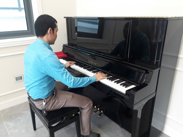 Piano cơ Yamaha UX30A
