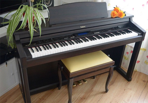 Piano điện Roland KR-570