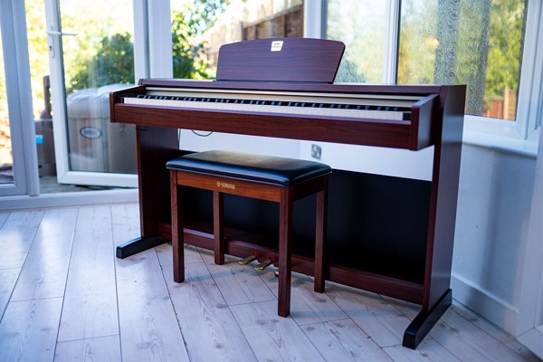 Piano điện Yamaha CLP 220
