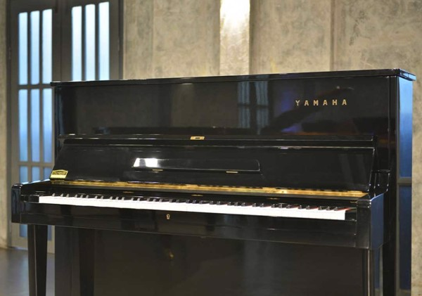 Piano cơ Yamaha U1D