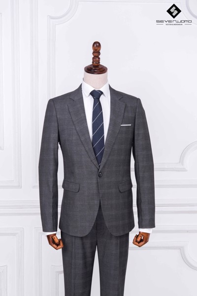 Single – breasted suit