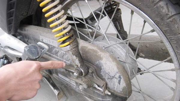 Bộ giảm xóc sau xe máy bị hỏng