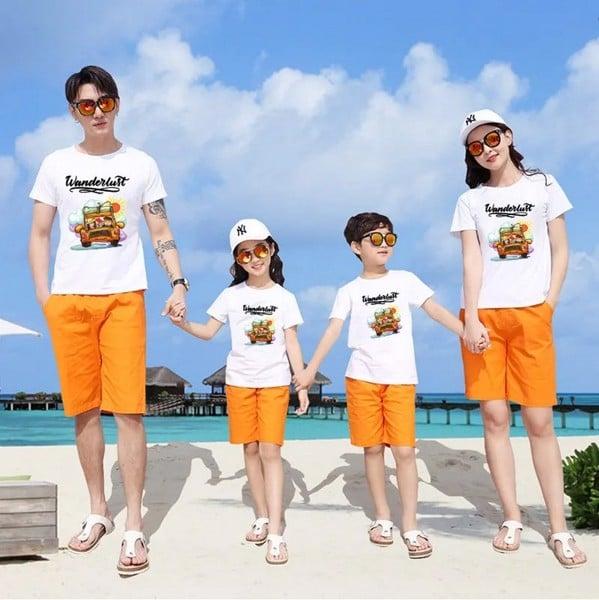 Gợi ý cho bạn phối áo gia đình đi biển đẹp cho mùa hè 2021