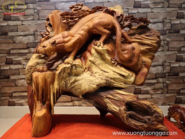 Tượng gỗ báo săn mồi
