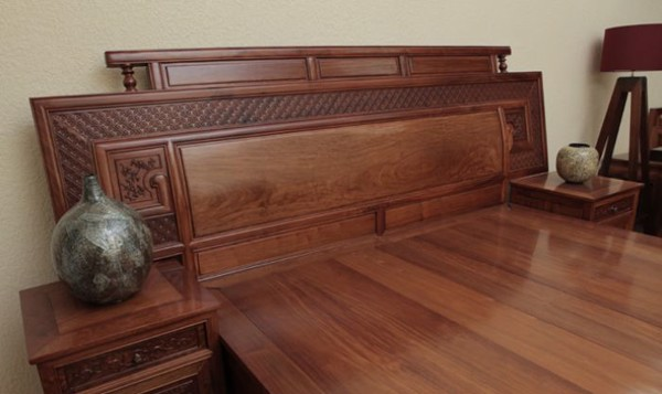 giường gỗ hương cổ điển
