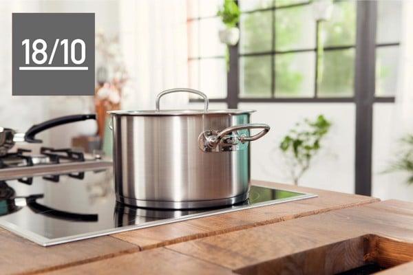 Chất liệu thép không gỉ 18/10 – bền bỉ, truyền – giữ nhiệt tốt và an toàn cho sức khỏe.