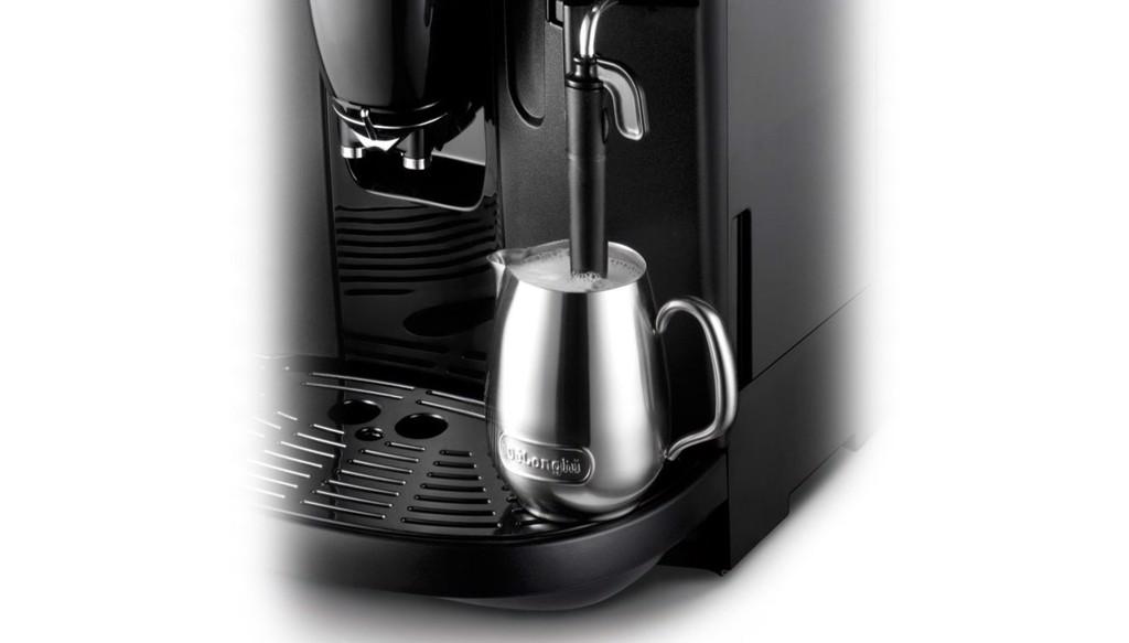 Vòi đánh sữa Máy pha cà phê Espresso Delonghi Esam 4000.