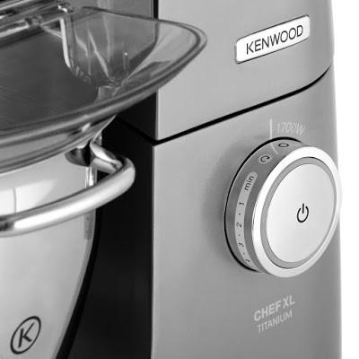 Vận hành máy đánh trứng trộn bột Kenwood KVL8300S đơn giản chỉ với 1 nút điều khiển