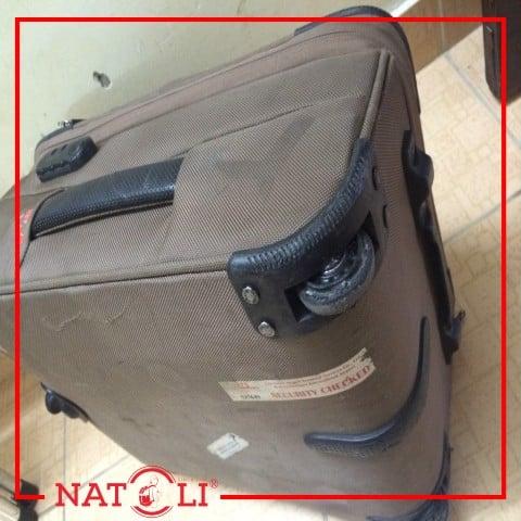 Bánh xe vali bị kẹt