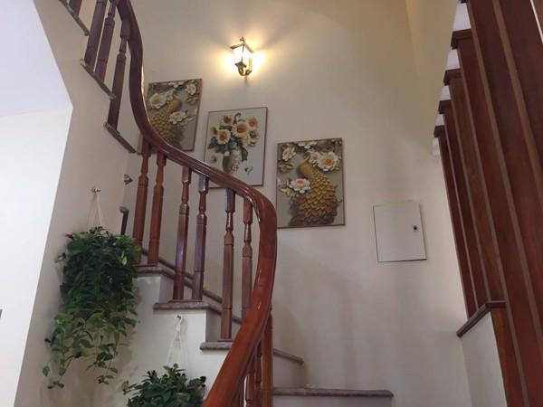 tranh canvas treo cầu thang