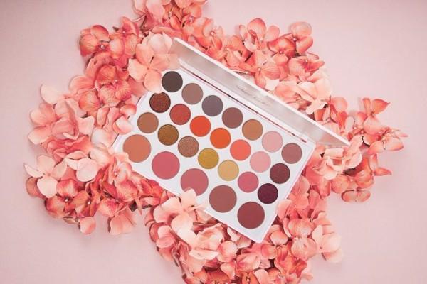 Bảng màu mắt BH Cosmetics Nouveau Neutrals 26 Color Shadow và Blush Palette (38g)