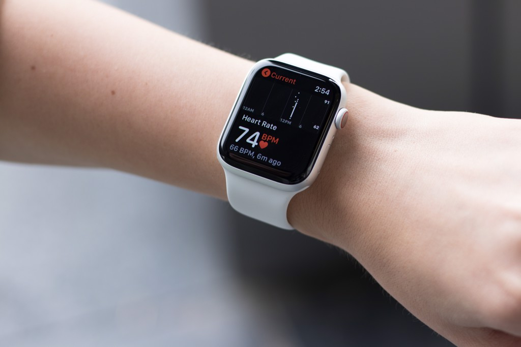 So sánh Apple Watch Series 5 với Series 4