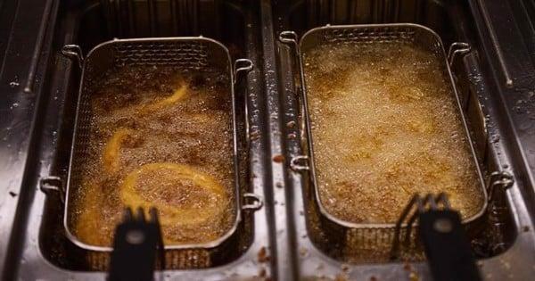 Vệ sinh bếp sau mỗi lần sử dụng để kéo dài tuổi thọ cho bếp