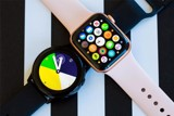So sánh Galaxy Watch Active 2 và Apple Watch Series 4
