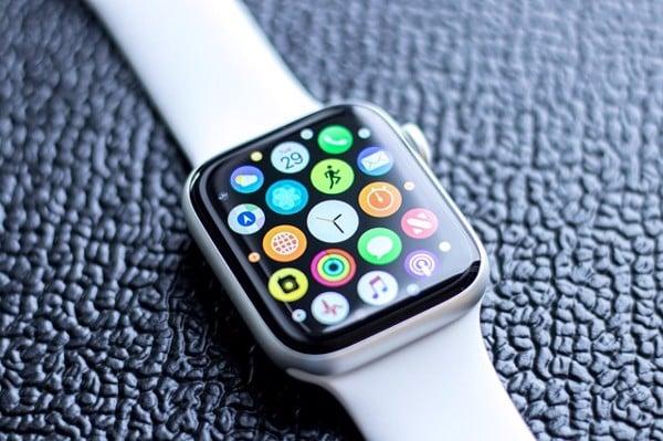 (Apple Watch series 4)