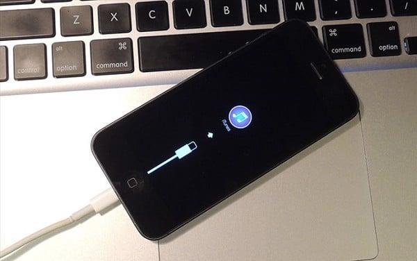 Kết nối với iTunes để khởi động lại iPhone