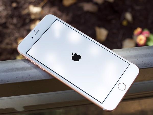Khởi động lại iPhone là cách khắc phục đơn giản mà không cần đến nút Home ảo trên iPhone thay thế