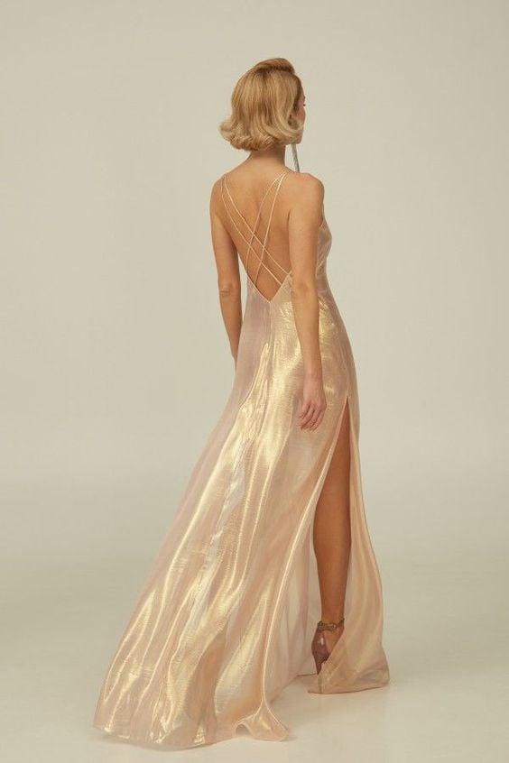 Đầm lụa hở lưng