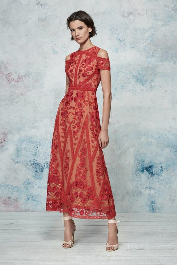 Đầm ren màu đỏ