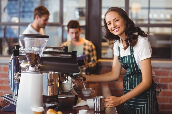 barista-nhan-vien-pha-che-cafe