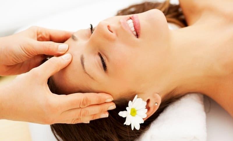 Chăm sóc da mặt căng bóng với 6 bước massage mặt chuẩn spa cao cấp