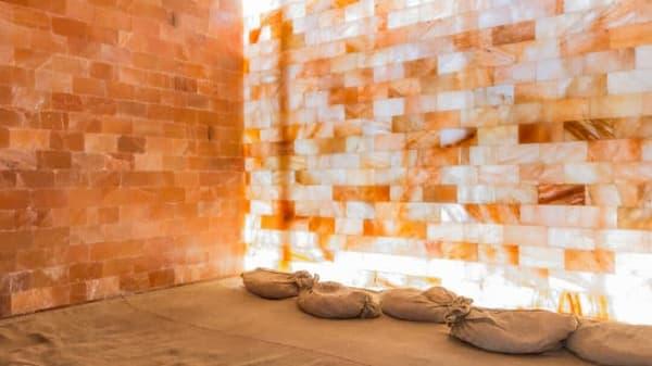 Ứng dụng đá muối himalaya trong xây dựng phòng xông hơi