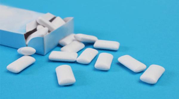 Kẹo cao su không đường hỗ trợ kiềm chế lượng đường vô cơ theo thói quen ăn vặt.
