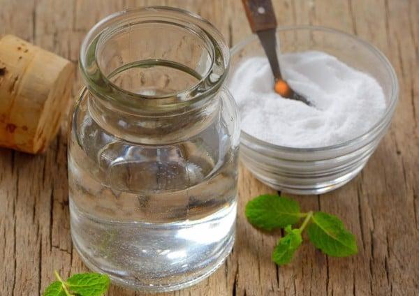 Súc miệng nước muối là một cách đơn giản và hiệu quả phòng ngừa đau răng có thể làm tại nhà.