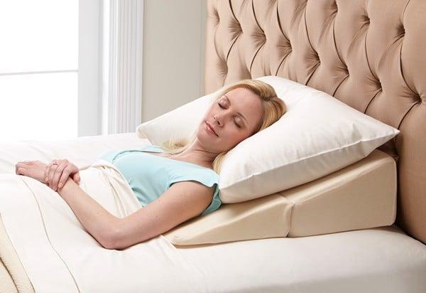 Thay đổi độ cao của gối khi ngủ giúp bạn lựa chọn được tư thế ngủ thoải mái nhất, và giúp máu lưu thông tốt hơn, phòng tránh các cơn đau răng ban đêm.