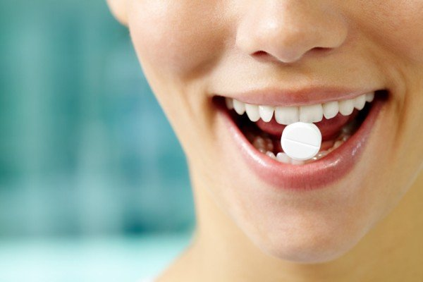 Tác dụng phụ của các loại thuốc kháng sinh cũng ảnh hưởng tới màu sắc của răng.