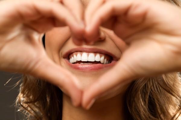Chỉnh nha khiến cho người lớn có một nụ cười tự tin trong giao tiếp và sức khỏe răng miệng đảm bảo.