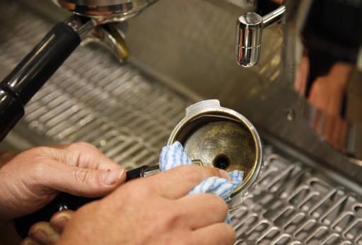 huong-dan-ve-sinh-may-pha-ca-phe-espresso-3
