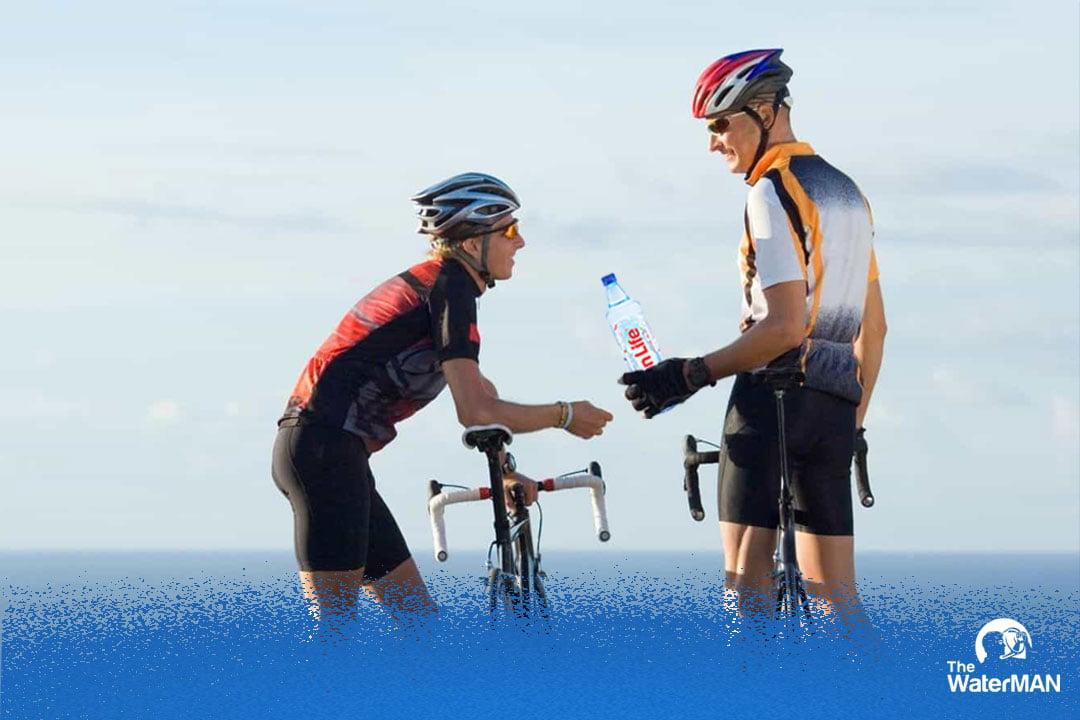 Bí quyết uống nước chỉ người đua xe đạp chuyên nghiệp biết