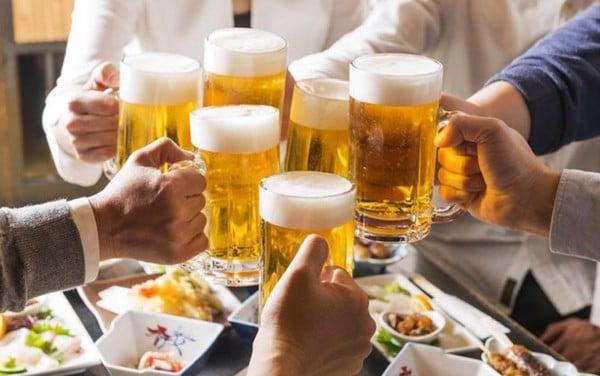 Cần chú ý bổ sung đủ nước sau khi uống nhiều bia rượu