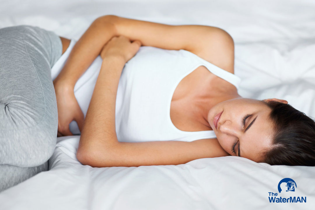 Đau bụng quằn quại sau khi uống nước có thể do cơ thể bạn bị vấn đề về gan hoặc dạ dày