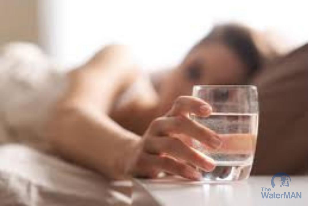 Cần tránh uống nhiều nước trước khi ngủ