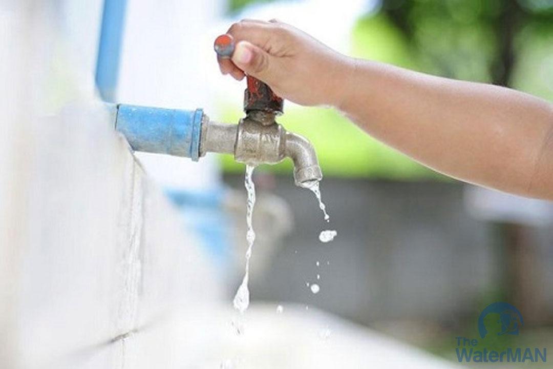 Đóng chặt van nước khi không sử dụng