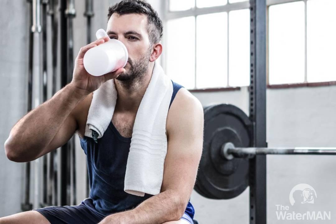 Uống nước khi tập luyện