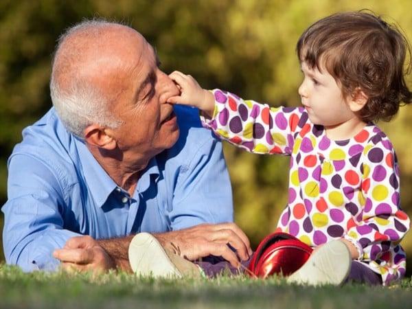 người già và trẻ em