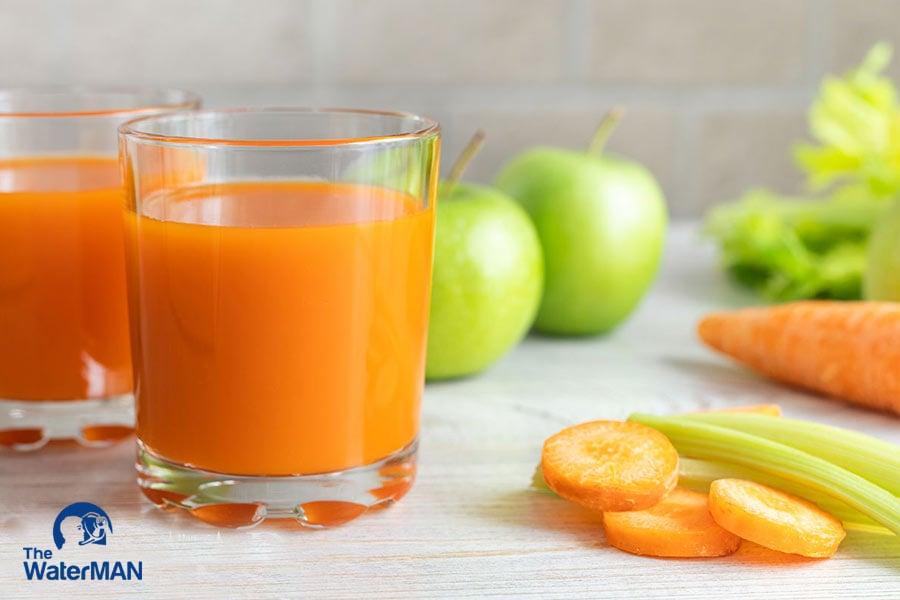 Táo và cà rốt là nhũng nguồn dinh dưỡng tuyệt vời, khi kết hợp chúng ra cho ra loại thức uống nhiều vitamin, khoáng chất