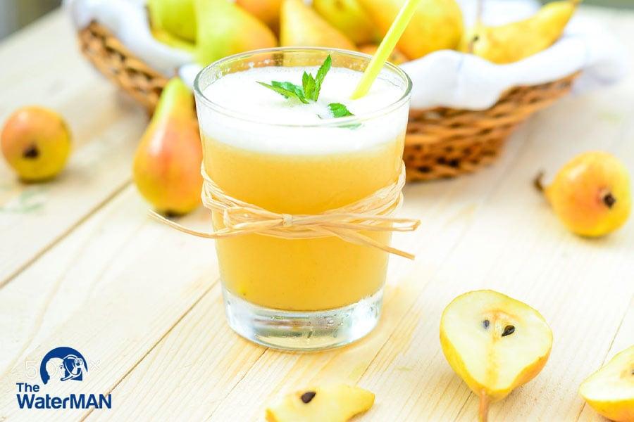 Nước ép lê đạt chuẩn có vị thanh ngọt tự nhiên, màu vàng nhạt đặc thù của lê