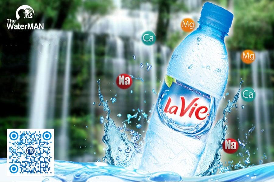 Lavie chứa nguồn khoáng ổn định, khi uống có vị ngọt tự nhiên của khoáng chất, xuất hiện bọt khí khi đổ ra ly thủy tinh