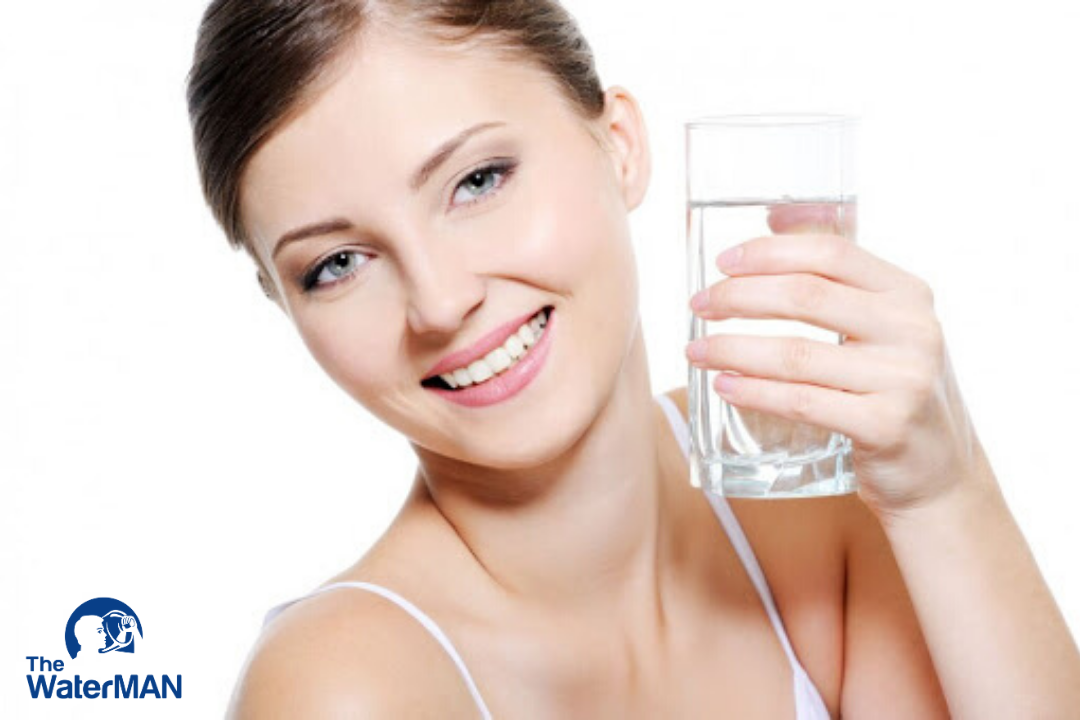 Uống nước là biện pháp giúp bạn giữ tuổi xuân lâu nhất.